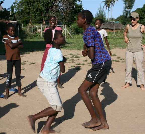 thumb_bg kenya chicken boxing game_Kilifi_Moving goalposts